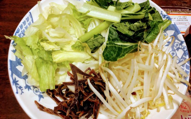 火鍋しゃぶしゃぶ食べ放題の野菜の盛り合わせ